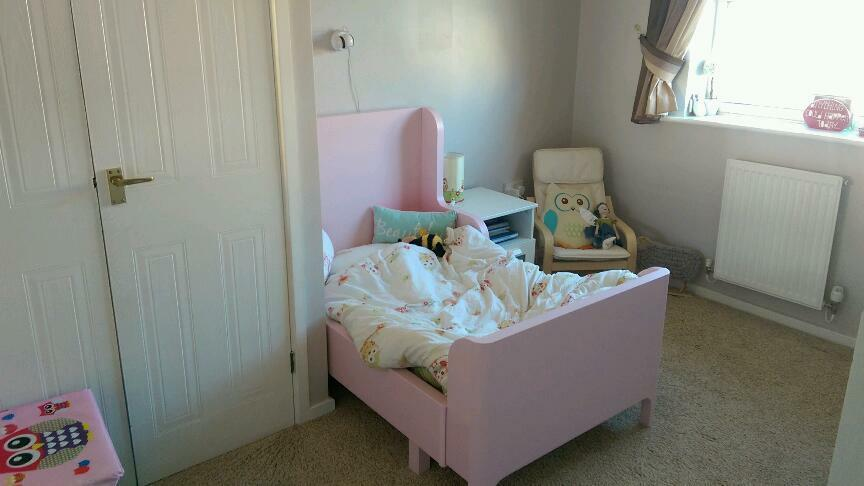 Children 39 s extendable bed pink ikea busunge in quinton for Childrens single beds ikea