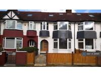 4 bedroom house in Lucien Road, London, SW19 (4 bed)