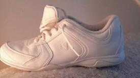 Cheer trainers 4.5