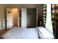 Large Double Ensuite with Walk-in-wardrobe in Caversham, Reading