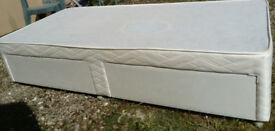 SINGLE DIVAN BED BASE WITH TWIN SIDE PULLOUT DRAWERS AND CASTORS CREAM PATTERN