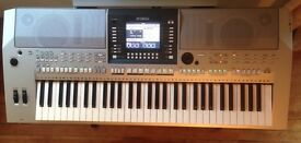 Yamaha PSR-S710 With Music Stand and Power Adaptor