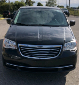 Chrysler touring (loaded ) Price drop $1000.00 To cover tax