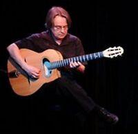 La basse, la guitare, la basse, l'ukulélé un peu, beaucoup,..