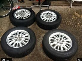 Chrysler grand voyager alloys and tyres 215/65/16 nearly new,great set of winter tyres