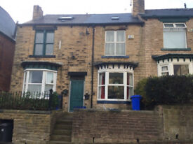 DON'T MISS! Newly decorated large 5 BEDROOMED student house within walking distance to University.
