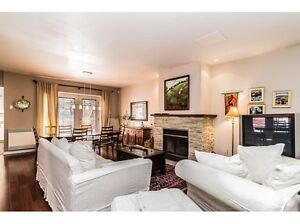 Large 3 bed 2.5 bath town house in front of St Henri park!