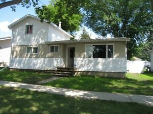 House for Rent in Provost, Alberta. Available Immediately!