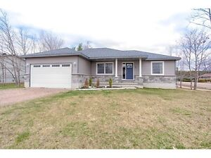 Stunning! This beautiful 3 bed, 3 bath home on sprawling lot!