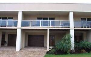 Modern 3 bedroom, 3 bathroom townhouse in Varsity Lakes Varsity Lakes Gold Coast South Preview