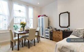 1 bedroom flat in Coningham Road, London, W12 (1 bed) (#1159318)