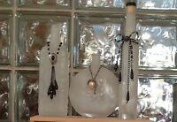 Vases ou chandeliers décorés de bijoux recyclés