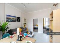 2 bedroom flat in Caledonian Road, London, N1 (2 bed) (#1097045)