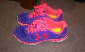 Almost brand new women's size 8 Under Armour shoes!!