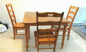 Dining Table with 4 Chair and 1 free(1830x1060mm)