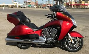 VICTORY VISION DLX CRUISER TOURING BIKE!  $10,000 LESS THAN NEW!