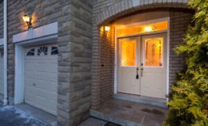 Executive Townhouse - 3+1 Bed & 3.5 Bath - 5m from 401/403