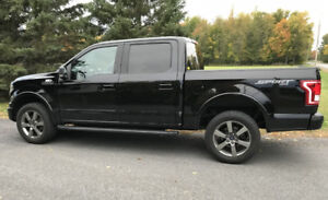2016 Ford F150 XLT Sport – ONLY 17, 000 kms