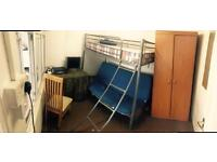 Rent a room bills inclusive available now !!