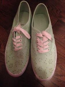 Women's Mint Shoes Size 7.5 St. John's Newfoundland image 1