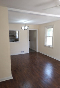 Very clean main floor, 2 bedroom  House, edge of Scarborough/To