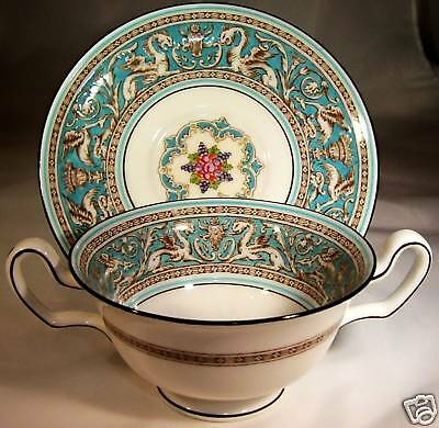 (WEDGWOOD FLORENTINE HANDLED CREAM SOUP & UNDERPLATE SET)