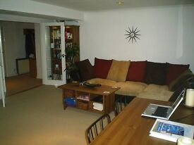 Two bedroom Speirs Wharf flat with en suite, free swimming pool and refurbished gym to rent