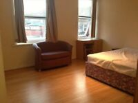 1 Double Bedroom**Bills Included** To Let in a 4 Bedroom House share to Rent
