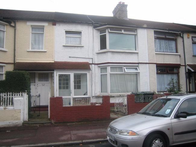 1 bedroom flat to rent in Charlemont Road, East Ham, E6