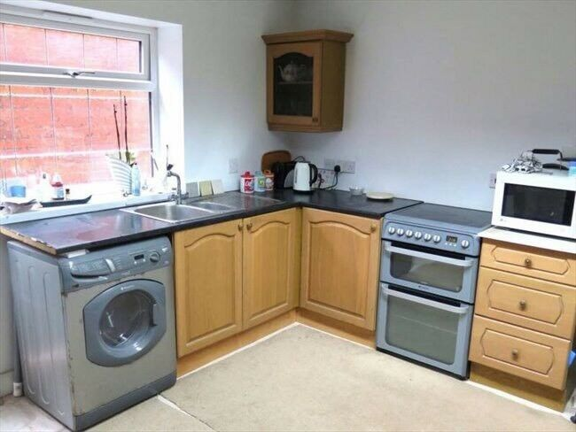 Spacious single room near Ilford Station. £110pw. Great flat mates