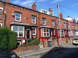 4 bedrooms in Trelawn Terrace, Leeds, LS6 3JQ