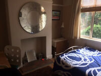 Big bright double room in lovely Stony Stratford house (Mon - Fri only)