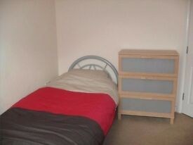 GREAT SINGLE ROOM SHORT WALK TO NEW CROSS STATION CALL NOW ITS LOVELY!