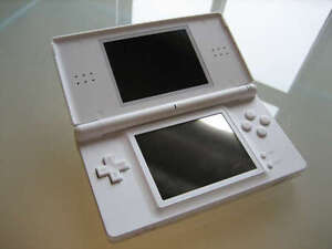 WHITE DS LITE WITH CHARGER