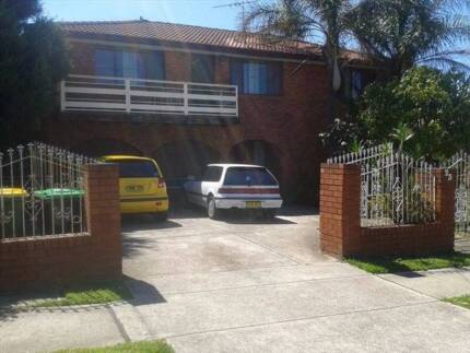 2 single bedrooms from $175 close to TAFE shops and train.