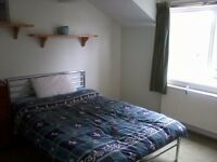 Double room in friendly shared house, quiet location with parking - Central Topsham