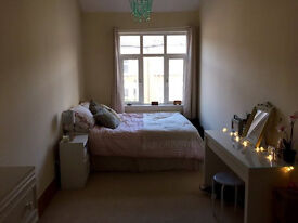 2 Amazing Double Rooms close to Canning Town Station, Zone 2/3, only £140.