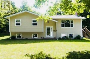 5 Bedroom/ Above Ground Pool - Quispamsis Home