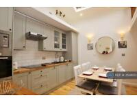 2 bedroom house in Russell Road, London, SW19 (2 bed)