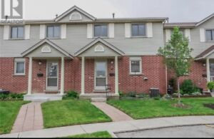 Beautiful 3-Bdrm Townhome for rent