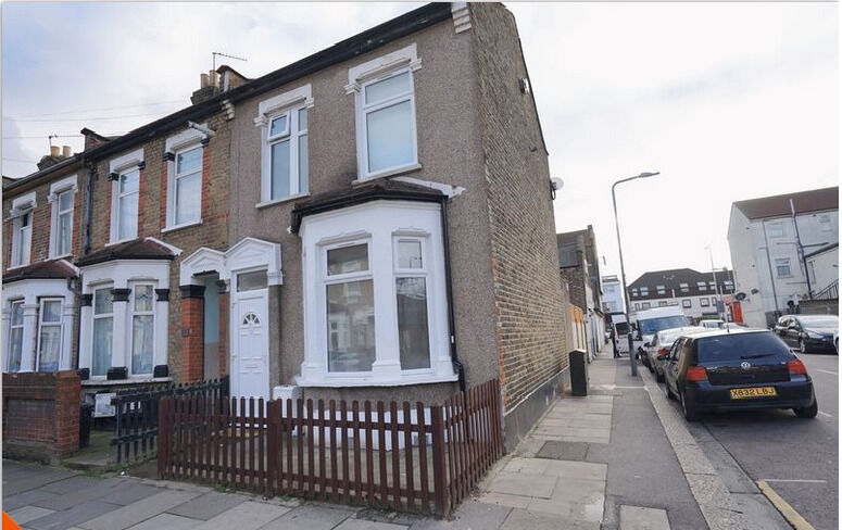 3 Bedroom Newly Refurbished House with 2 Receptions in Ilford IG1 1TS ===Rent £1750PCM===