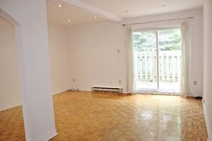 LEASE TAKEOVER- townhouse in prime DDO