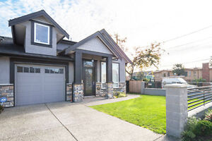 MODERNESQUE 4 Bed + 4 Bath 1/2 Duplex in the heart of E.Burnaby
