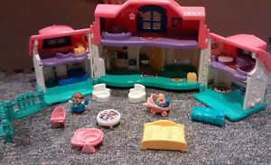 Little Tikes Farmhouse Playset