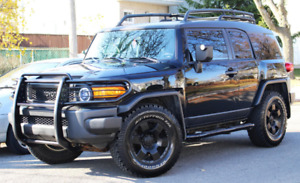 Toyota FJ Cruiser 4x4 manual 6-speed Bluetooth + GPS Navigation