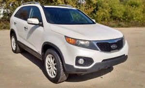 2011 Kia Sorento EX AWD. ** New Safety**