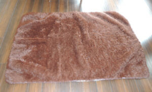 Very nice brown/rust shaggy carpet 4 feet by 5 feet 6""