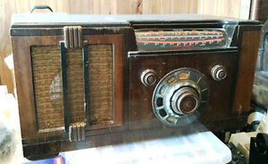 For Sale : Antique 1930's Majestic tube radio