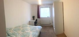 Double room in friendly home - 20mins from zone1