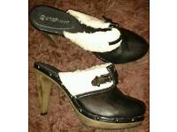 Ladies sandels size 7